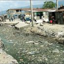 Hölle Haiti: vergewaltigte Slumfrauen, verwitwet, Millionen haben nicht genug zu essen, gestohleneGelder