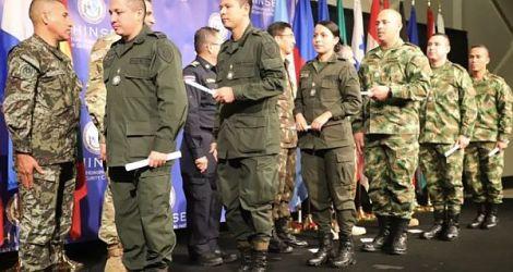 Top bolivianische Putschisten waren Absolventen der School of the Americas, die als Attachés in FBI-Polizeiprogrammen dienten.