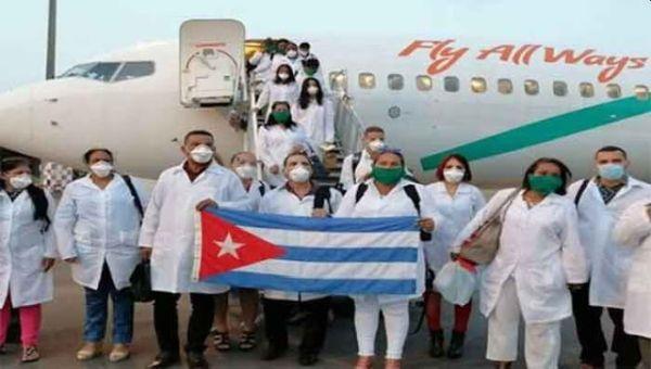 Kubanische Ärzte und Krankenschwestern landen in Peru
