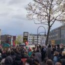 Klassenjustiz – klassisch! BVG tritt den Berliner Mietendeckel in dieTonne!